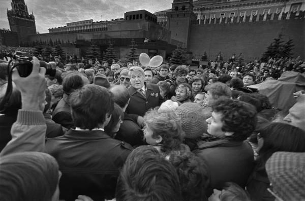 Первый День города первого секретаря МГК КПСС Б.Н.Ельцина на Красной площади. 1987 г. Фото ЕВГЕНИЯ ФЕДОРОВСКОГО