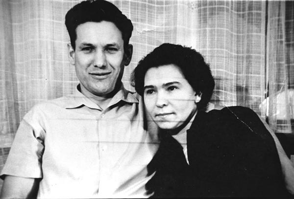 Борис Ельцин с женой Наиной. 1964