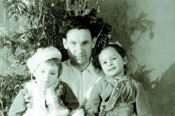 Борис Ельцин с дочерьми Таней и Леной