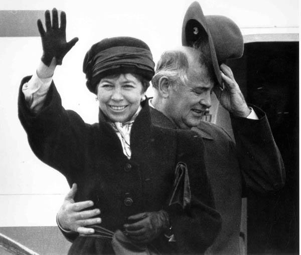 Михаил и Раиса Горбачевы перед отлетом в Исландию. Москва, 10 октября 1986