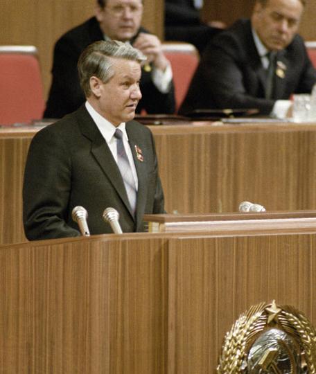 """Это Ельцин выступает не на октябрьском Пленуме. Но похоже. Вот и Воротников как раз позади него сидит, и Алиев, которого как раз освобождали от занимаемой должности на этом пленуме """" title=""""Это Ельцин выступает не на октябрьском Пленуме. Но похоже. Вот и Воротников как раз позади него сидит, и Алиев, которого как раз освобождали от занимаемой должности на этом пленуме"""