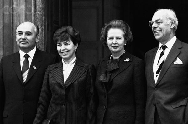 Маргарет Тэтчер принимает Михаила Горбачева в Лондоне в 1985 году