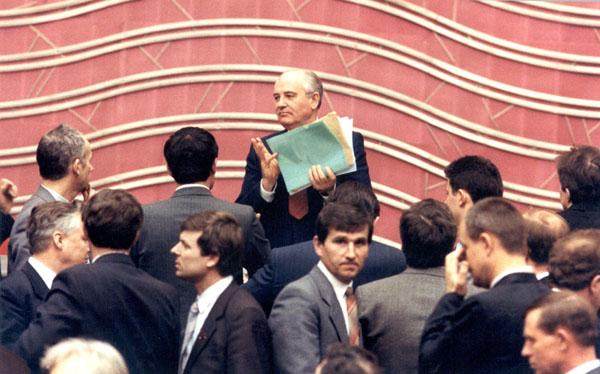 Горбачев на IV Съезде народных депутатов СССР