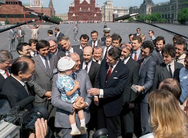 Михаил Горбачев и Рональд Рейган на Красной площади