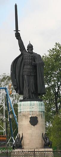 Памятник Илье в Муроме. Фото Олега Давыдова