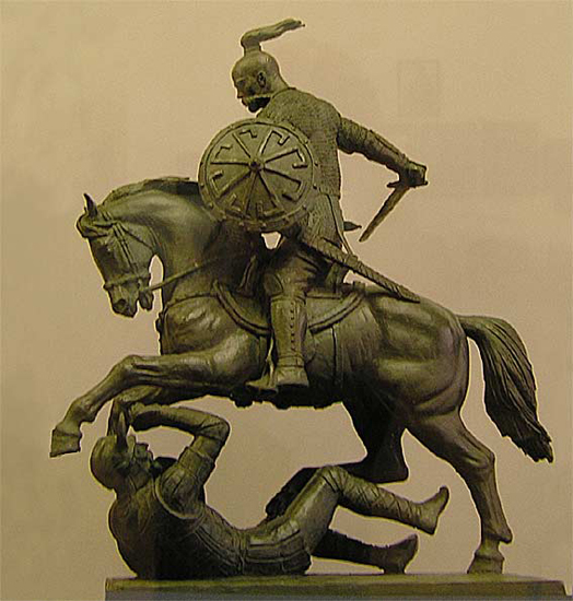 Князь Святослав Игоревич, убивающий хазарского жидовина. Скульптура Вячеслава Клыкова
