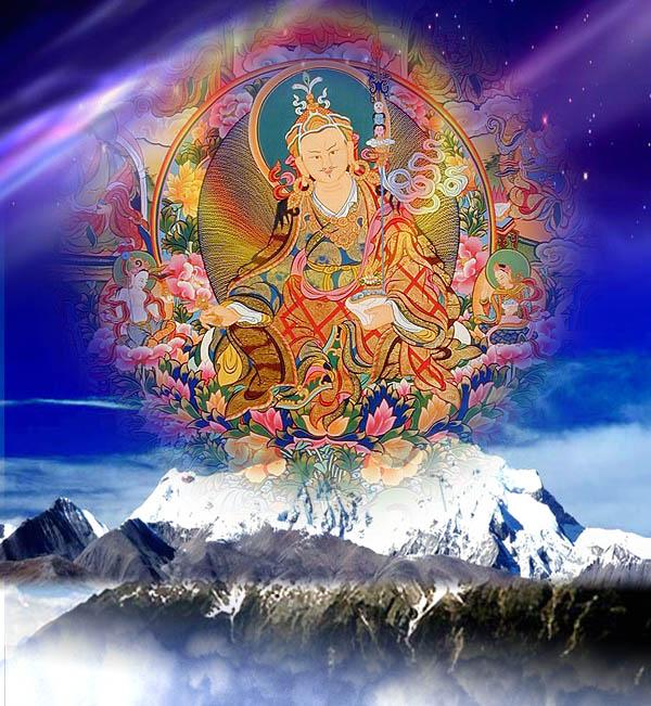 Буддийский учитель Падмасамбхава, проявившийся над заснеженной гималайской вершиной