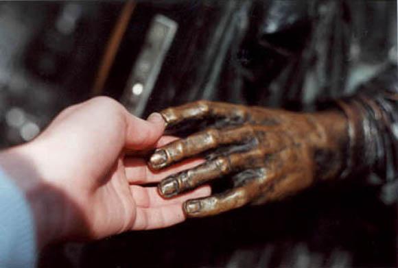 Рукопожатие. Фото Натальи Казючиц