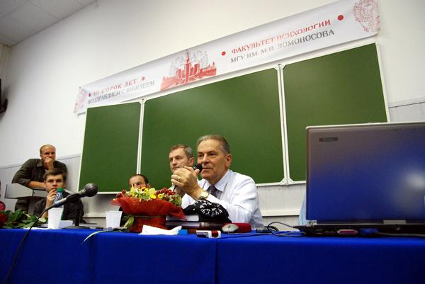 Станислав Гроф в Москве, выступает в МГУ