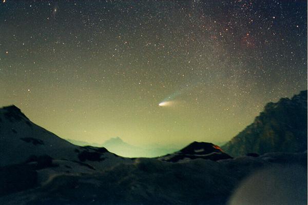 Comet Hale-Bopp Over Val Parola Pass. Credit & Copyright: A. Dimai, (Col Druscie Obs.), AAC