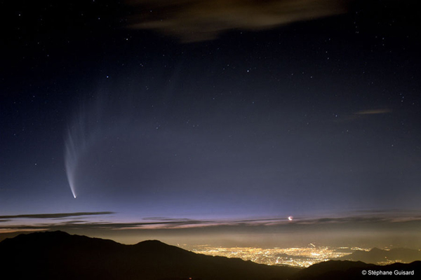 Comet McNaught Over Chile. Credit & Copyright: Stéphane Guisard