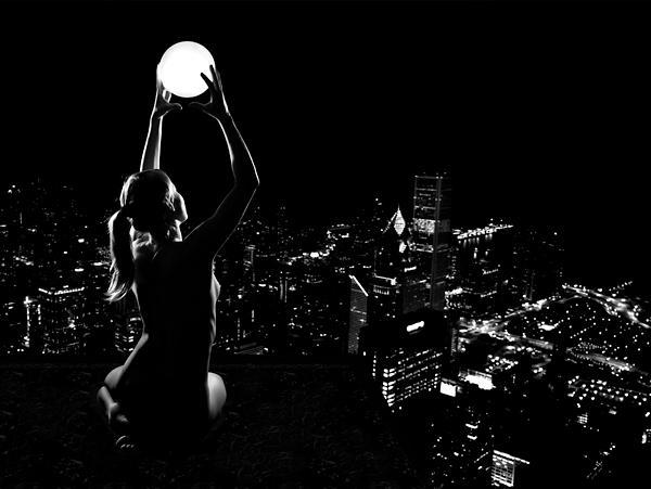 Современная городская Кикимора (у славян - богиня сновидений). Она явно что-то снит этому городу...
