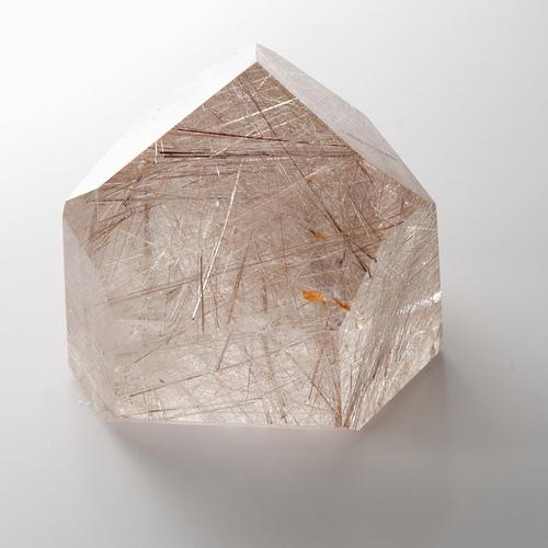 Кварцевый кристалл. Фото: Shearwater/Flickr.com