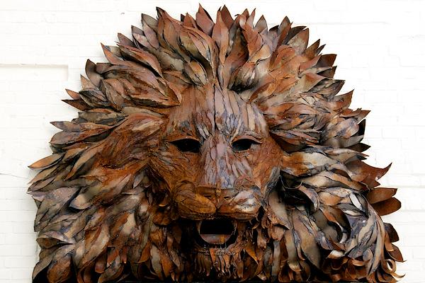 Железеный лев, установленный на одном из заводов Бирмингема. Фото: ahisgett / Flickr.com