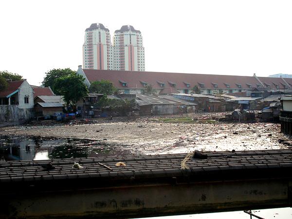 Речка-вонючка под Джакартой, Индонезия