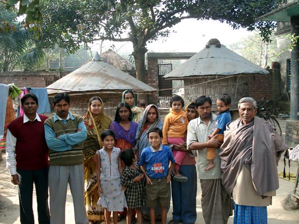 Доктор Рахман в деревне. Фото автора