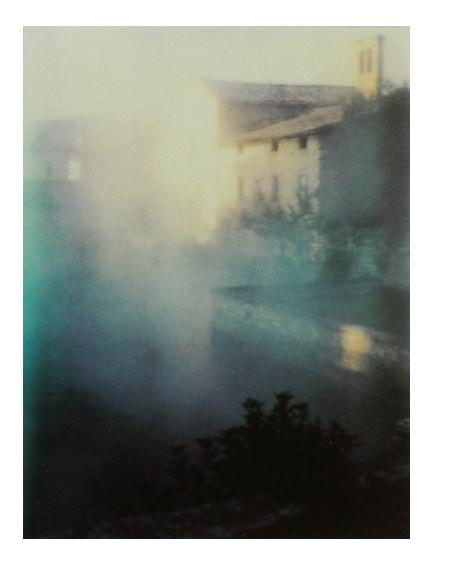 """В период с 1979 по 1984 года в России и Италии Тарковский сделал несколько полароидных снимков (от романтических пейзажей и постановочных портретов до личных снимков членов семьи и друзей из мира кино). Их можно считать эскизами к будущим фильмам, в том числе к """"Ностальгии"""", позже они были опубликованы под названием """"Светопись"""""""