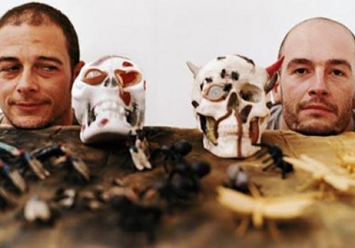 Замечательные британские артисты, братья Чапмены.
