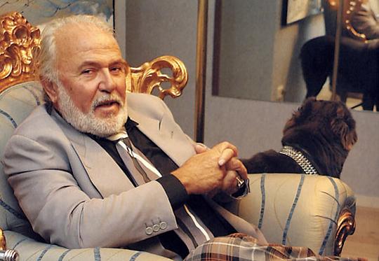 Антонио Менегетти с собакой, засмотревшейся в зеркало. Заметьте: у этой собаки нет хвоста