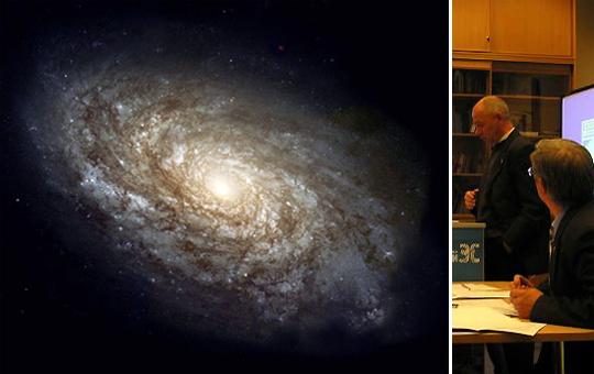 Обычно физики описывают в терминах турбулентности движение жидкостей, газов, жизнь галактик (слева). Олег Доброчеев (он стоит справа) описывает при помощи формул турбулентности экономику. И делает на основании этого прогнозы, к которым прислушиваются