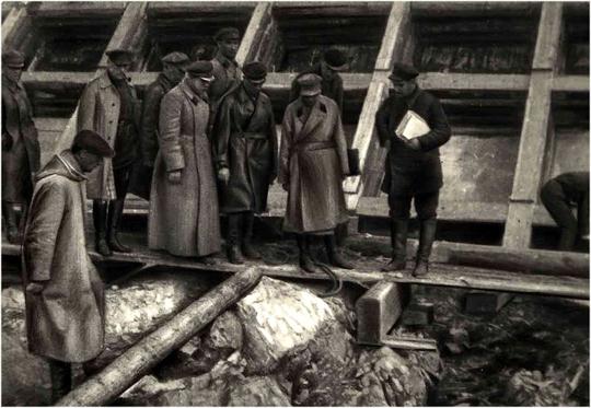 Генрих Ягода осматривает одну из плотин на Беломоро-Балтийском канале