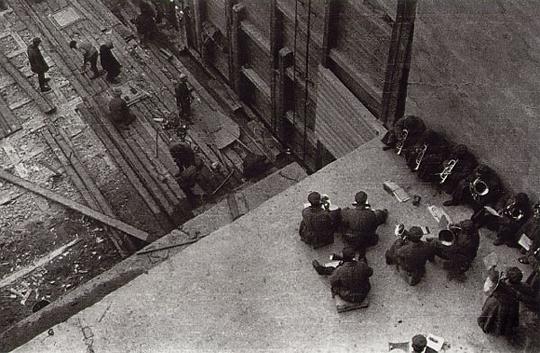 Работа под оркестр на Беломорстрое. Фото Родченко. 1937