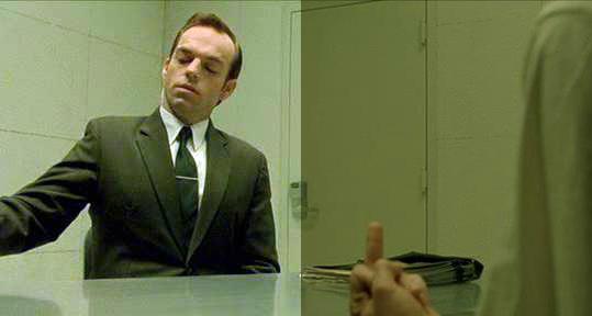 Подлинный колорит фильма Матрица справа. Он трупно-зеленый