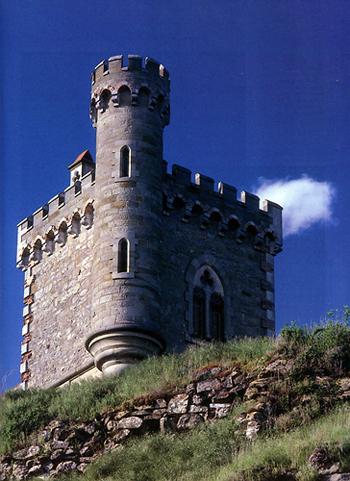 Башня Магдала, построенная Беранже Соньером в Ренн-ле-Шато. На ее строительство пошло лишь часть денег, вдруг свалившихся на него в 1801 году