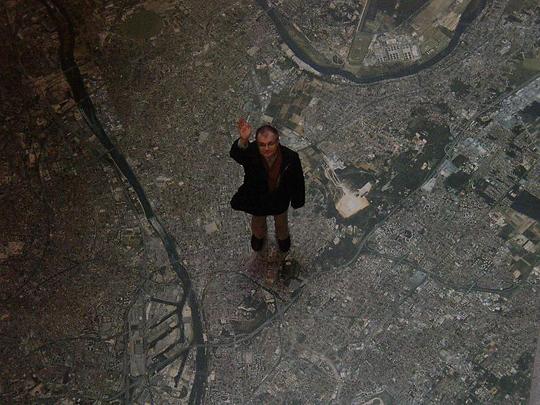 Дмитрий Галковский стоит на гуглевскском снимке Москвы. Москва из космоса типичная паутина, это надо иметь в виду, читая настоящий пост