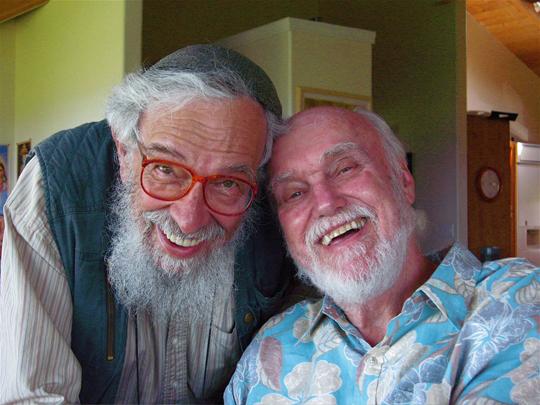 Справа Рам Дасс (Ричард Алперт), слева Залман Шахтер-Шаломи, основатель движения Еврейского обновления