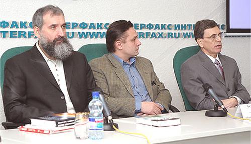 Слева на переднем плане Глеб Носовский, крайний справа Анатолий Фоменко. Грезит
