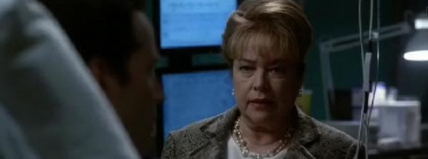 Министр обороны США Риджина Джексон допрашивает инопланетянина