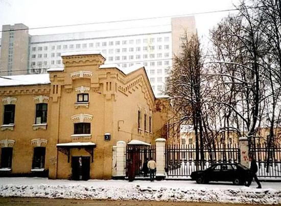 Здание ВИИЯ КА в Лефортово, в здании казарм Астраханского полка на Волочаевской улице