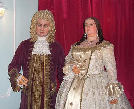 Герцог Бирон и императрица Анна Иоанновна. Восковые фигуры