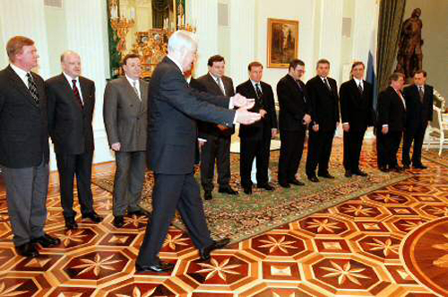 Борис Ельцин пестует новорусскую элиту. Иных уж нет, а те далече