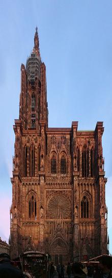 Собор Notre dame в Страсбрге. Специальное учреждение, независимое в юридическом и финансовом отношениях, под названием la Maison de I'Ouvre de Notre Dame создавалось при каждом соборе. Одно из наиболее полных письменных свидетельств относится к собору в Страсбуре, во французском Эльзасе. В 1206 году Ouvre Notre Dame в Страсбурге состоял из комитета граждан с участием местного епископа. Однако с 1230 года роль епископа и духовенства падает настолько, что после 1262 года епископ был исключен из этого комитета. В1290 году I'Ouvre de Notre Dame становится официальным муниципальным органом. В этом качестве он сохранился по сей день