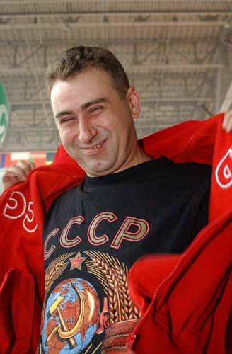 Владимир Кучеренко (Максим Калашников - это псевдоним) наполовину азербайджанец, наполовину украинец. Метисация, конечно, никогда никому не мешала быть русским