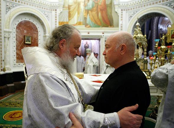 Юрий Лужков с будущим патриархом Кириллом
