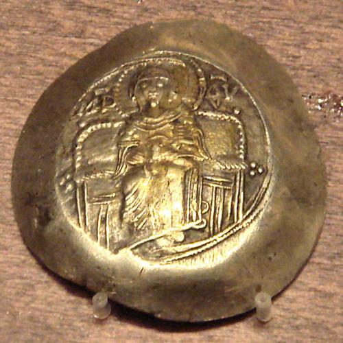 Золотая монета времен императора Исаака I Ангела