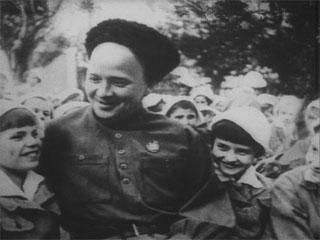 Аркадий Гайдар с подрастающим поколением