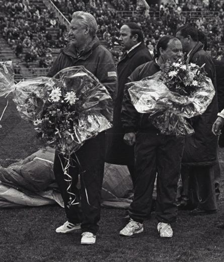 Спортсмены Ельцин и Гайдар. Коржаков охраняет