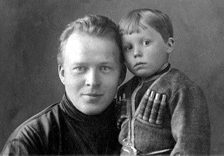 Аркадий Гайдар с сыном Тимуром