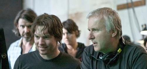 Слева Сэм Уортингтон, сыгравший Джейка Салли в фильме Джеймса Кэмерона. Справа сам Кэмерон