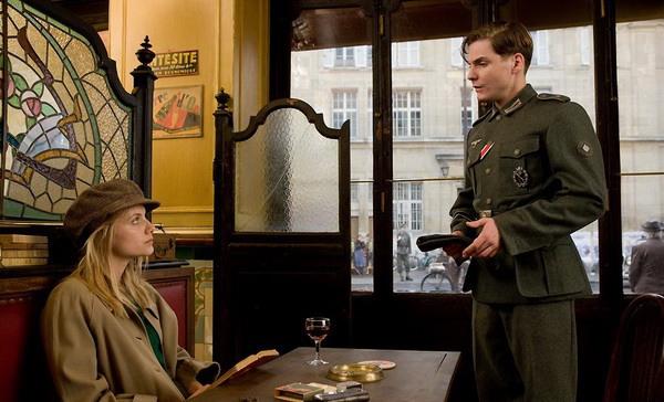 Немецкий солдатик клеит Шошанну