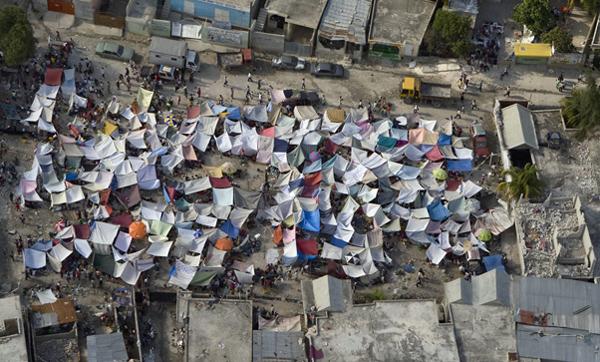 Палаточный легерь пострадавших от землетрясения гаитян