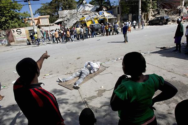 Жертвы землетрясения 12 января на Гаити
