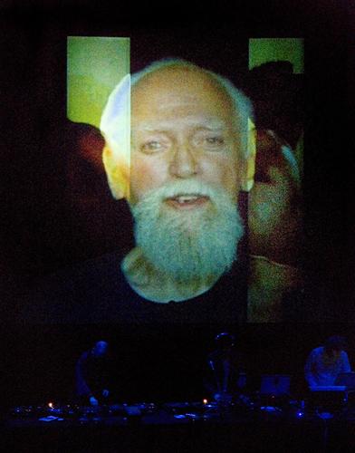 Выступление коллектива Coldcut в честь Роберта Антона Уилсона на фестивале Royal Festival Hall's Ether