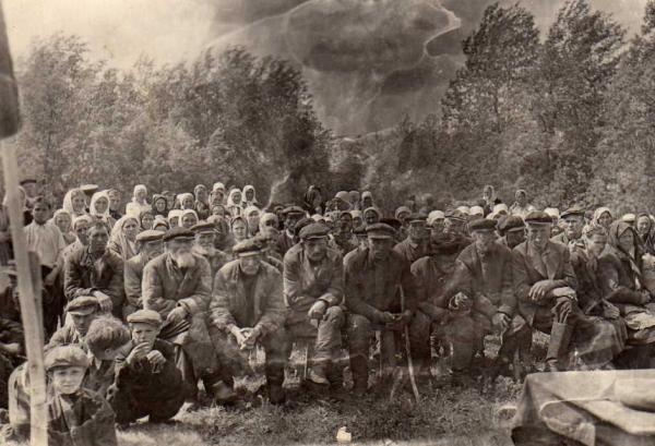 Сельский сход. Одна из старых форм функционирования общества в России