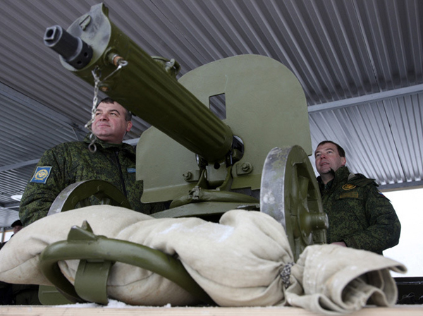 Президент Медведев и его министр обороны Сердюков