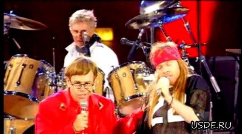 Элтон Джон и Аксель Роуз самозабвенно поют все на том же концерте против СПИДа